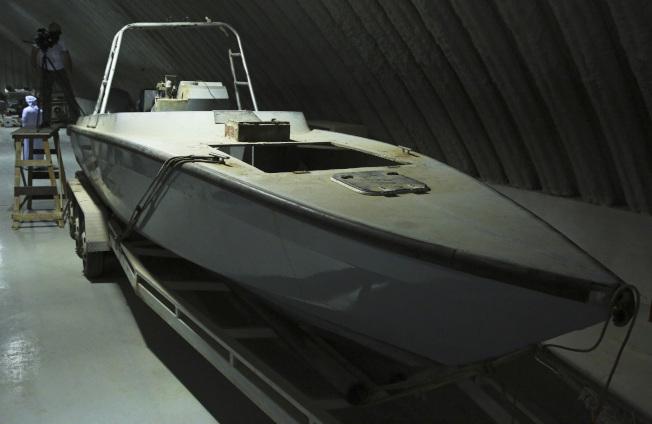 葉門用來襲擊阿聯的無人快艇,船上裝滿炸藥可以遠距操控攻擊目標。(美聯社)