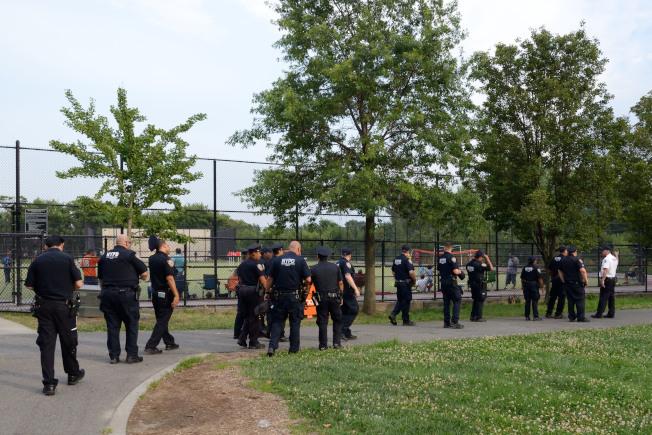 警方曾派大批警力在凱辛納走廊公園巡邏搜捕嫌犯。(本報檔案照)