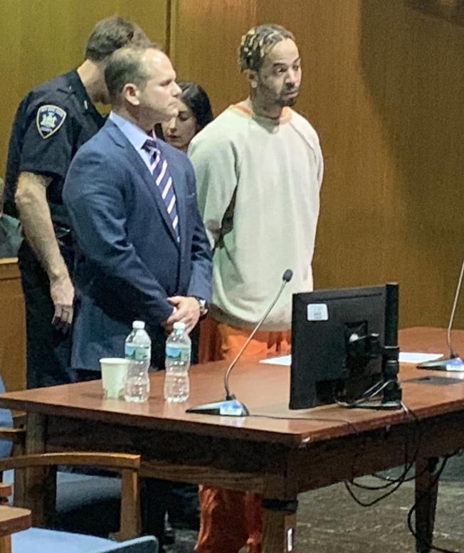 托賓(右)14日接受法官量刑,被判15年監禁外加十年庭外監管。(記者牟蘭/攝影)