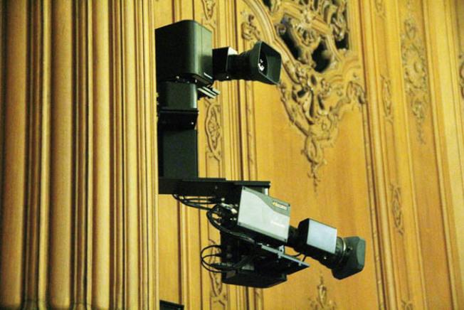 市議會大廳內的攝像監控設備。(記者李晗/攝影)