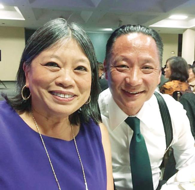 市議員李麗嫦(左)與已故公辯律師長賀大器(右)是好友。(取材自臉書)