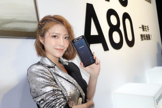 瞄準直播世代,三星推出翻轉相機設計的Galaxy A80。(記者黃筱晴/攝影)