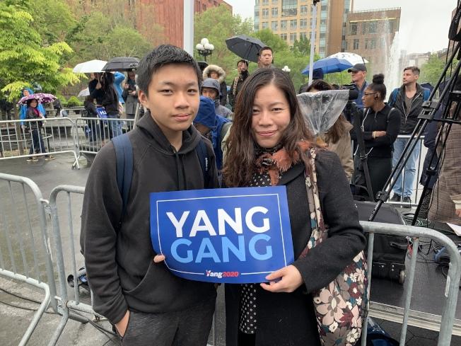 不少亞裔民眾到場支持楊安澤。(記者和釗宇/攝影)