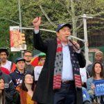 總統參選人楊安澤曼哈頓造勢 千人冒雨力挺