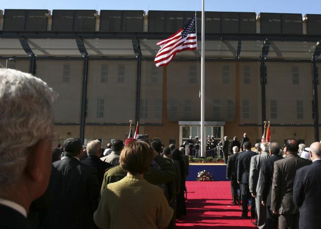 美國國務院15下令伊拉克使館部分人員即刻離境,並將伊拉克旅遊警示升至最高級,警告美國民眾勿前往,圖為巴格達的新美國大使館2009年1月舉行啟用儀式。(美聯社)