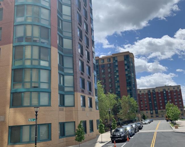中建美國的哈德遜公園河畔俱樂部高檔出租公寓外觀。(記者牟蘭/攝影)