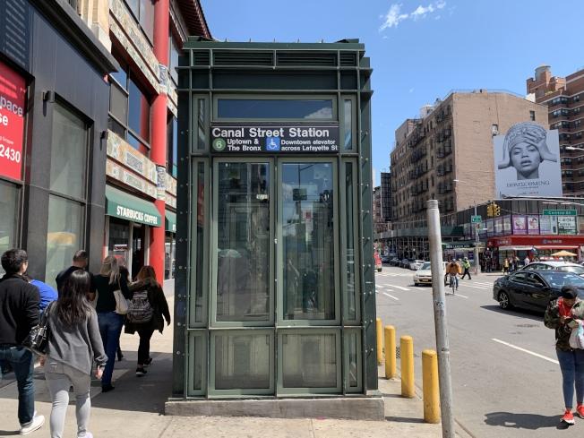 數據顯示,紐約市有四分之一的地鐵站設有升降電梯。(記者和釗宇/攝影)