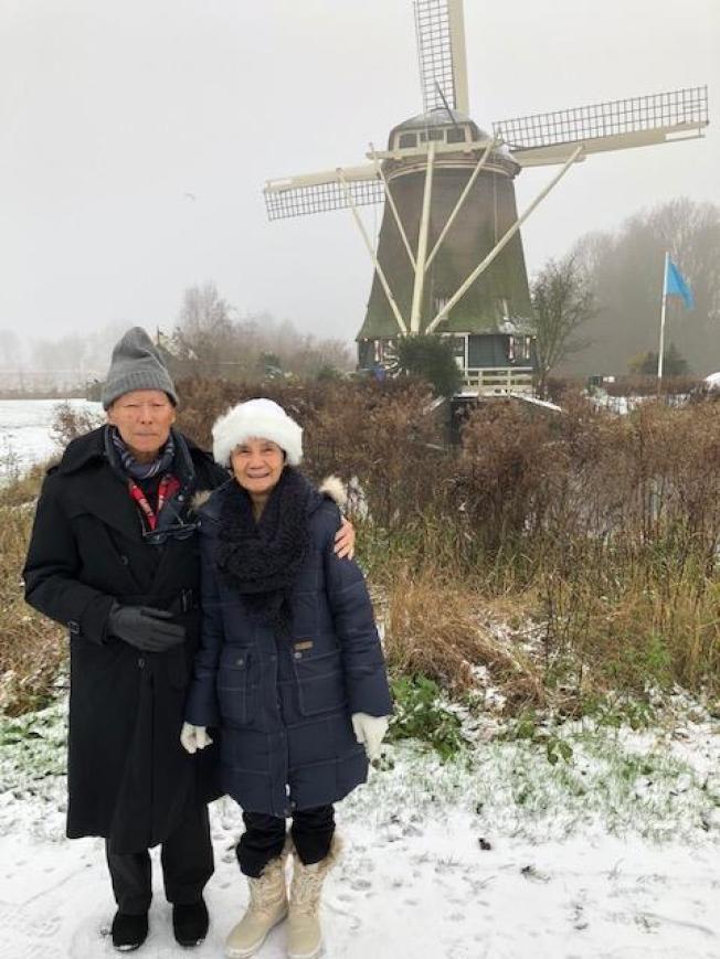 作者夫婦攝於阿姆斯特丹。