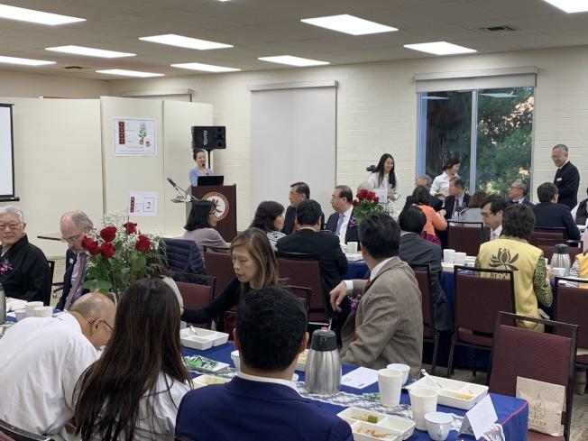西來大學16日晚舉行感恩參會,近150位嘉賓參與活動。(記者高梓原/攝影)