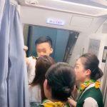不准起飛!中國大媽肉身堵班機艙門 竟是這個原因…
