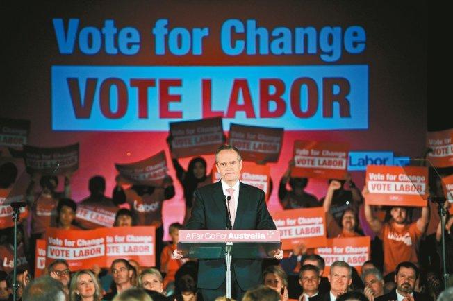 澳洲在野黨工黨黨魁修頓16日在雪梨催票,主打變天牌。 (歐新社)