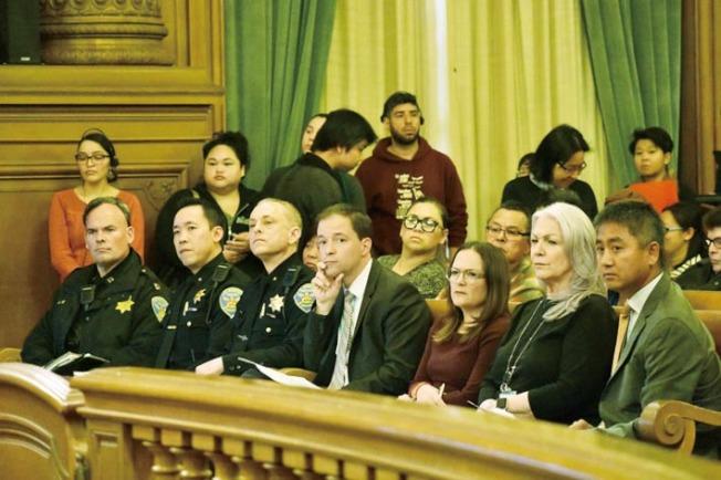 兩部門代表出席公聽會,包括應急管理局長梅愛恩,未見警察局長長史考特。(記者李秀蘭/攝影)