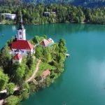 空拍「歐洲之眼」 宛如童話故事中的湖中島