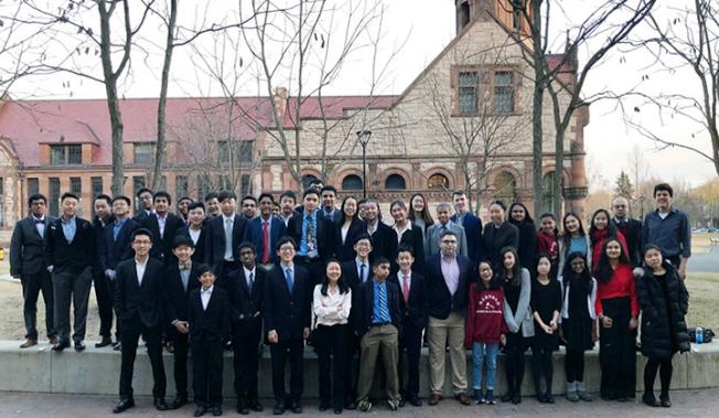 Ivy Bridge Academy組織52名學生組隊參加第45屆哈佛國際辯論賽,其中亞裔獲高中組冠軍、初中組冠亞軍及多項個人獎項。(IVY提供)
