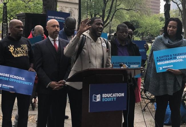 福伊(左二起)、威廉姆斯等重量級非洲裔領袖反對白思豪廢SHSAT的改革。(取自威廉姆斯推特)