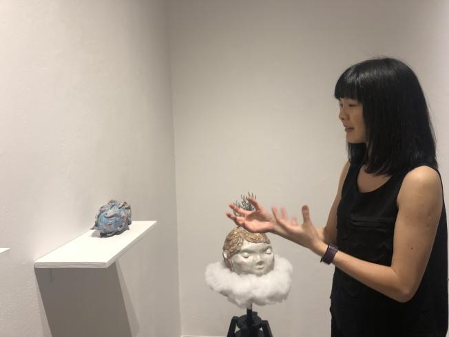 少部分雕塑作品是何思瑋近年來的藝術新方向。(記者張晨/攝影)