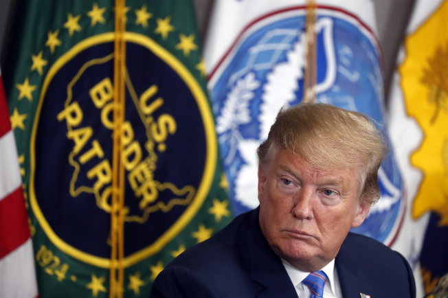 川普總統對美墨邊牆的想法很多,圖為他到加州加利西哥邊境巡邏隊隊部。(美聯社)
