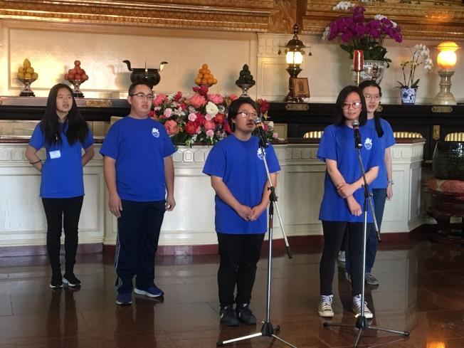 佛光西來學校周六中文班學生舒展歌喉。(記者謝雨珊/攝影)