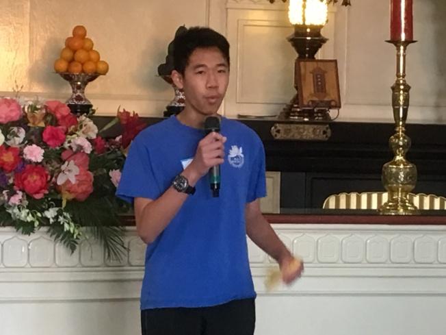 佛光西來學校周六中文班男同學中文說唱數來寶。(記者謝雨珊╱攝影)