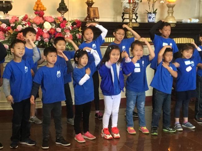 佛光西來學校周六中文班學生表演才藝。(記者謝雨珊/攝影)