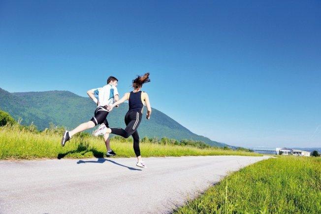 常常運動的人,都可以感受到流汗後痛快的感覺,事實上,運動的確可以解決許多健康問題。耶魯大學預防研究中心主任David Katz博士說:「在預防疾病上,運動是最佳藥物之一。」以下是七個可以靠運動解決的健康問題。 圖╱123RF