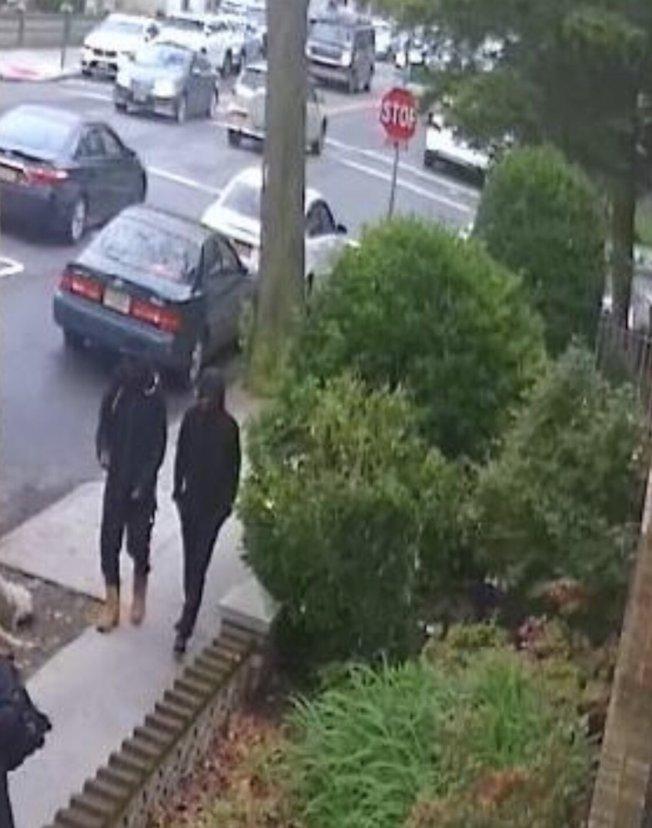 兩名非洲裔劫匪。(61分局提供)
