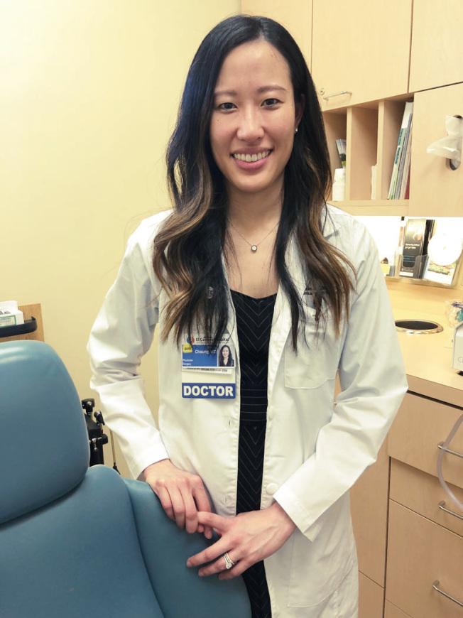 醫師莊雅涵指出,甲狀腺的腫瘤很常見,但大多是良性。是否需要手術切除,則必須視情況而定。(記者李榮/攝影)