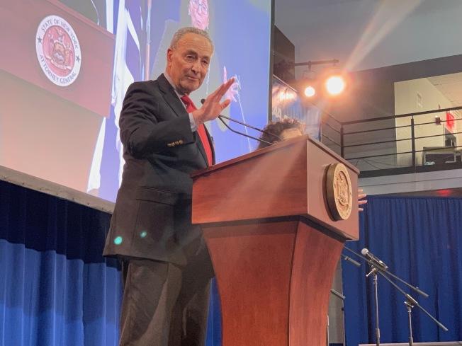 國會參議員舒默呼籲商務部調查中國中車股份有限公司,擔憂該公司建造紐約市地鐵新車廂將對國家安全造成威脅。(記者和釗宇╱攝影)