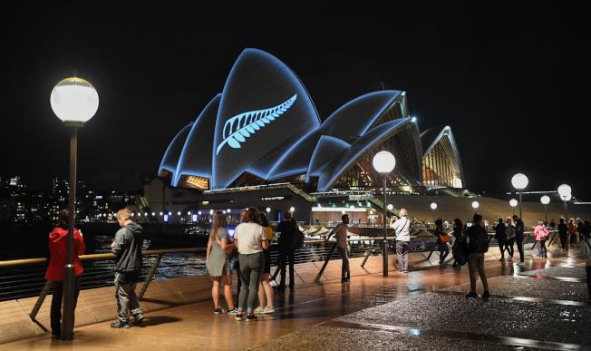 美國人第一個想去的夢想旅遊目的地是澳洲。圖為夜晚的雪梨歌劇院。(Getty Images)
