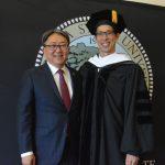 華裔漫畫小說家  楊謹倫獲東灣州大榮譽博士