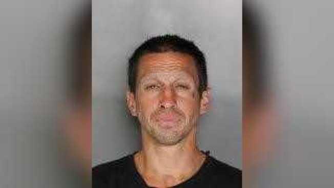 將三腳架拋進5號公路的嫌犯湯普森。(加州公路巡警局提供)