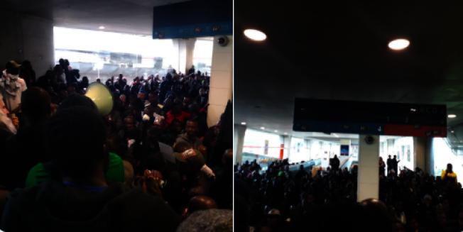 數百名非法非裔移民19日闖進法國戴高樂機場,占據航站,求見法國總理菲利普討論移民庇護政策 。(取材自推特)