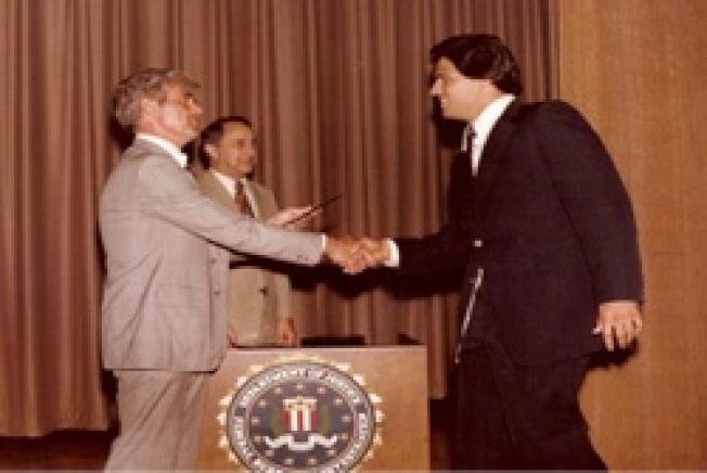 賈西亞(右)在FBI受訓時的照片。(賈西亞提供)