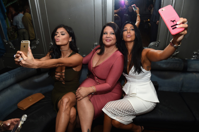 甘比諾家族有數位女性活躍於螢光幕,圖中為凱倫‧格拉瓦諾。(Getty Images)