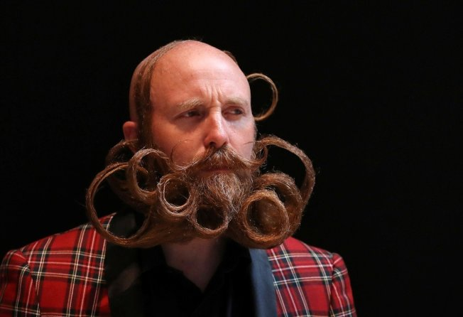 比利時安特衛普,18日舉行「世界鬍鬚錦標賽」,吸引世界無數的「美髯公」前來,精心打造酷炫鬍子造型參加比賽,堪稱鬍子界的選美。路透