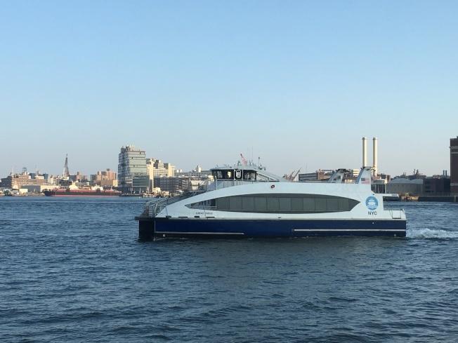 市府擴大紐約市渡輪服務,阿斯托利亞航線的海軍造船廠停靠點於20日啟用。(本報檔案照)