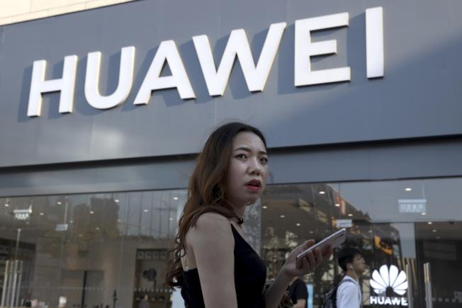 由於Google開始中斷與中國電信大廠華府的合作關係,華爾街科技股今天重挫。(美聯社)