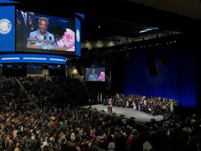 近萬人參加了市長及區長就職典禮。。(特派員黃惠玲╱攝影)
