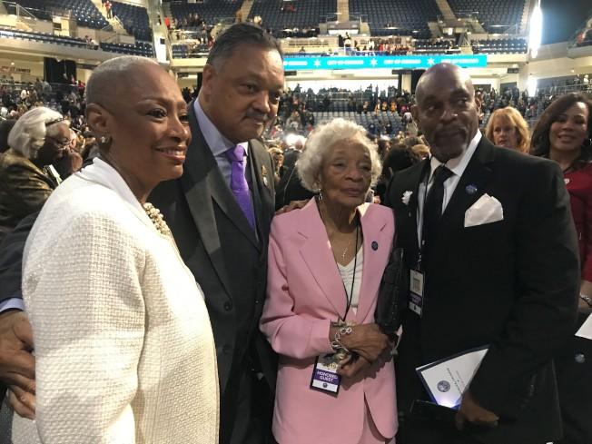 萊特福特90歲母親(右二)也到場與會。(特派員黃惠玲/攝影)