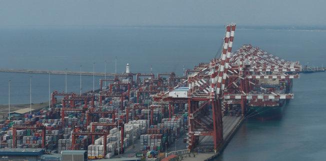 Colombo港位於斯里蘭卡的西部,是歐洲與中東、非洲地區連結亞洲的海上物流重要據點。(路透)
