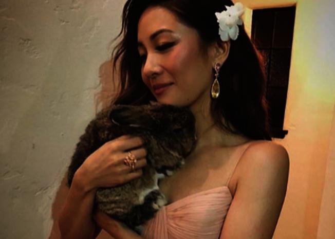 喜歡兔子的華裔女星吳恬敏。取自Instagram