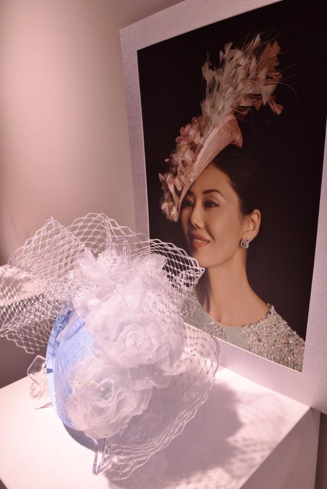 李曦(Cissy Li)設計的帽子。(記者張宏/攝影)