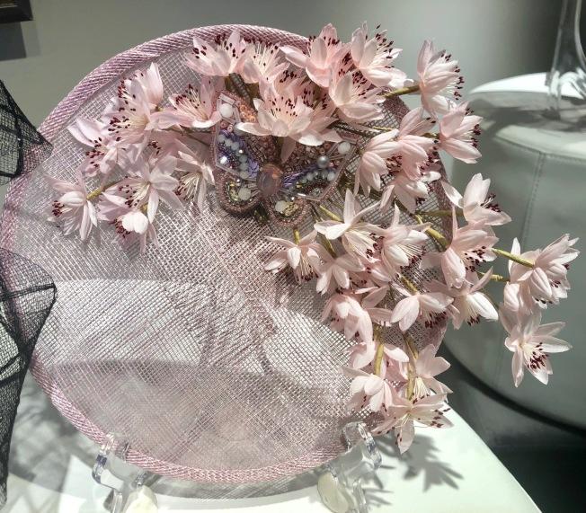 李曦設計的帽子。(記者張宏/攝影)