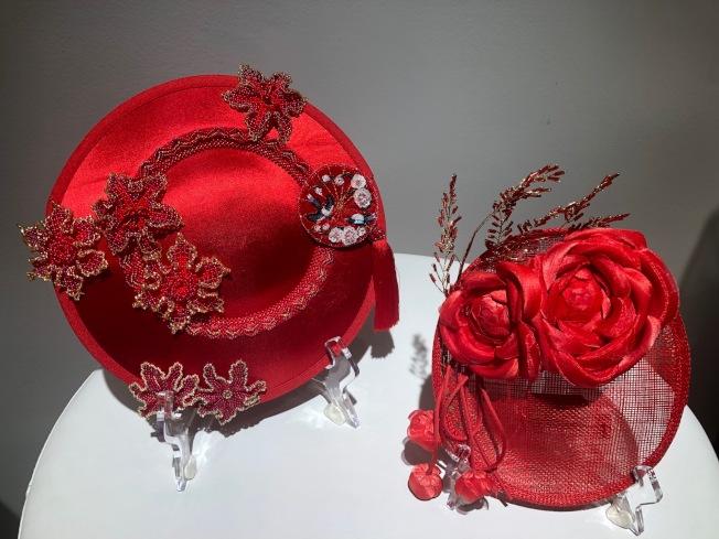 用烏克蘭珠花為靈感設計的中國新年主題帽子。(記者張宏/攝影)