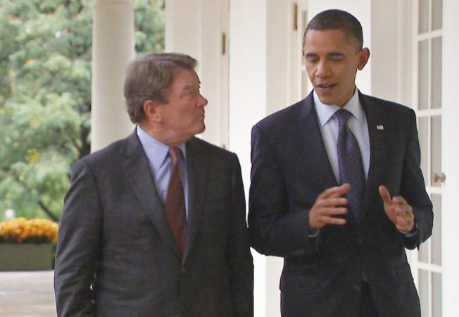 克羅夫特(左)在前總統歐巴馬任內訪問他11次。(美聯社)