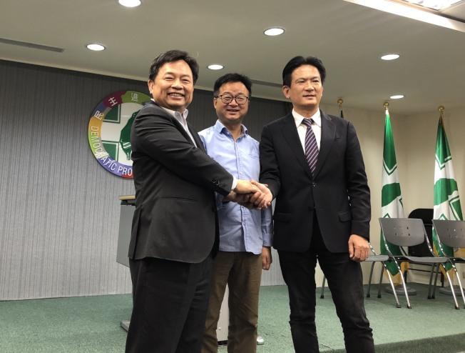 民進黨秘書長羅文嘉(中)與蔡陣營代表林錫耀(左)及賴陣營代表林俊憲20日在協調會後共同舉行記者會。(記者丘采薇/攝影)