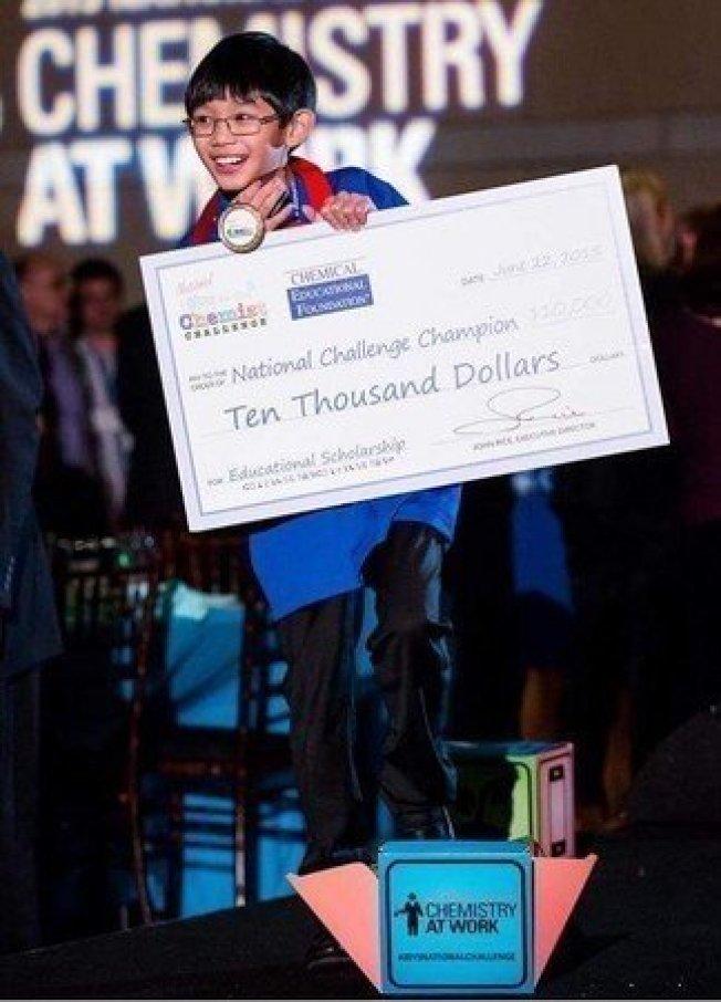 丹尼爾參加了白宮科學展(White House Science Fair),贏得了1萬獎學金。圖/取自推特