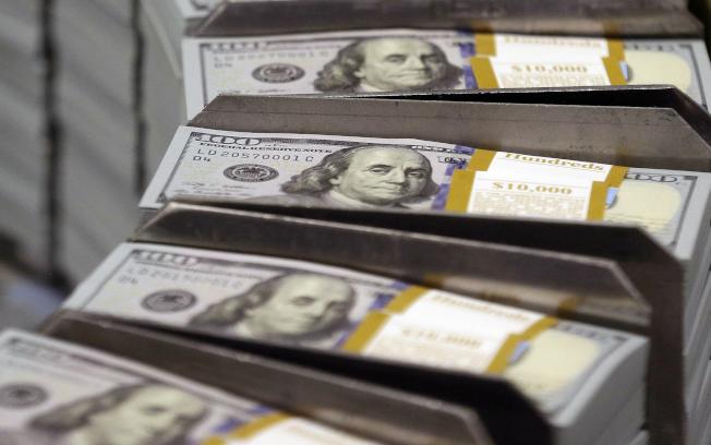 一名華人未將在外國開設、金額超過1萬元的銀行帳戶上報給美國財政部,將面臨最高五年監禁和25萬元罰款處分。(美聯社)