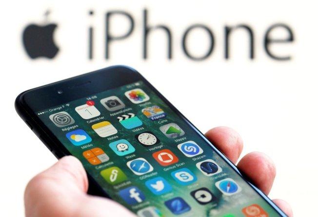 高盛估計,若蘋果產品遭中國以禁令報復,蘋果獲利將銳減29%。(路透)