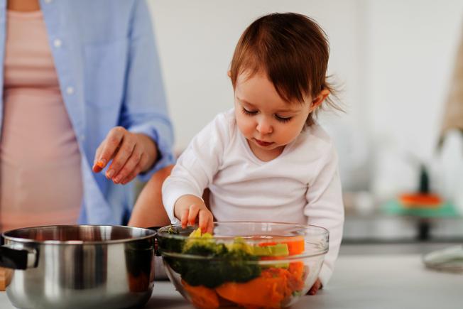 近日比利時皇家醫學院發表一份聲明,建議包括兒童、青少年、孕婦和哺乳母親在內的族群,不要遵循純素飲食。 圖/ingimage
